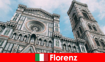 Φλωρεντία με πολλές μεγάλες πόλεις της ιστορίας της τέχνης προσελκύει επισκέπτες από όλο τον κόσμο