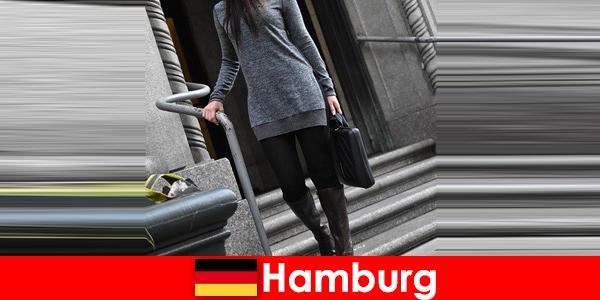Κομψές κυρίες στο Αμβούργο περιποιηθείτε τους ταξιδιώτες με αποκλειστική διακριτική υπηρεσία συνοδείας