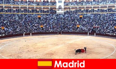 Παραδοσιακά φεστιβάλ στη Μαδρίτη καταπλήξει κάθε ξένο