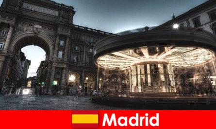 Μαδρίτη γνωστή για τις καφετέριες και τους πλανόδιους πωλητές ένα διάλειμμα στην πόλη αξίζει τον κόπο