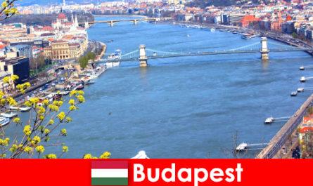 Βουδαπέστη στην Ουγγαρία μια δημοφιλής ταξιδιωτική συμβουλή για διακοπές κολύμβησης και ευεξίας
