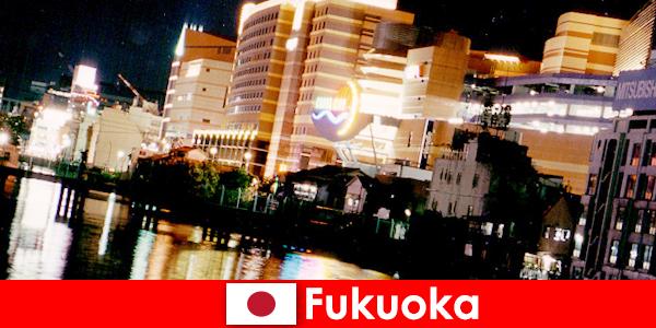 Fukuoka πολλά νυχτερινά κέντρα διασκέδασης, νυχτερινά κέντρα διασκέδασης ή εστιατόρια είναι ένα κορυφαίο σημείο συνάντησης για παραθεριστές