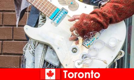 Ξένοι αγαπούν τορόντο για τον κοσμοπολιτισμό του για τη μουσική σκηνή όλων των πολιτισμών
