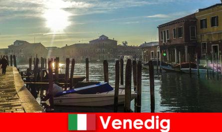 Οι επισκέπτες βιώνουν την ιστορία της Βενετίας σε μια βόλτα από κοντά