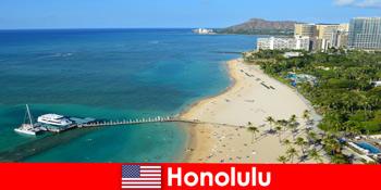 Τυπικός προορισμός για τους τουρίστες χαλάρωσης δίπλα στη θάλασσα είναι η Χονολουλού Ηνωμένες Πολιτείες