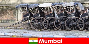 Βομβάη στην Ινδία προσφέρει βόλτες rickshaw μέσα από πλήρεις δρόμους για τους ταξιδιώτες