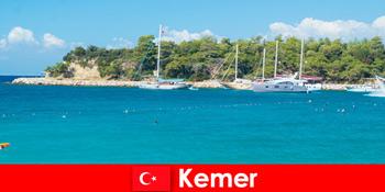 Περιήγηση με σκάφος και ζεστά πάρτι για νέους παραθεριστές στην Kemer Τουρκία