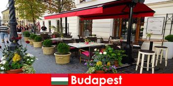 Σύντομος προορισμός διακοπών στη Βουδαπέστη ουγγαρία για επισκέπτες με μια προτίμηση για καλό φαγητό