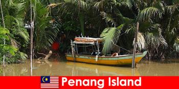 Ταξίδι μεγάλων αποστάσεων για πεζοπόρους μέσα από τη ζούγκλα του νησιού Penang μαλαισία