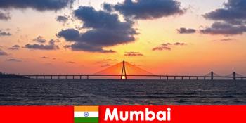 Οι ταξιδιώτες στην Ασία είναι παθιασμένοι με τη νεωτερικότητα και την παράδοση στη Βομβάη της Ινδίας