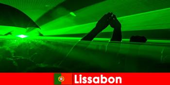 Δημοφιλείς βραδιές ντίσκο στην παραλία για νέους τουρίστες πάρτι στη Λισαβόνα Πορτογαλία