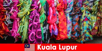 Πολιτιστικοί τουρίστες στην Κουάλα Λουμπούρ μαλαισία βιώνουν την εξαιρετική δεξιοτεχνία