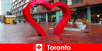 Τορόντο Καναδάς ως μια πολύχρωμη πόλη εμπειρία ξένους επισκέπτες ως πολυπολιτισμική μητρόπολη