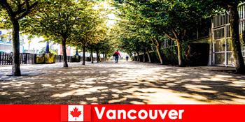 Οι οδηγοί πόλεων του Καναδά Βανκούβερ συνοδεύουν τους παραθεριστές στο εξωτερικό στις τοπικές γωνιές
