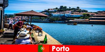 Προορισμός για μικρά διαλείμματα στα υπέροχα ψαρο εστιατόρια στο λιμάνι του Πόρτο Πορτογαλία