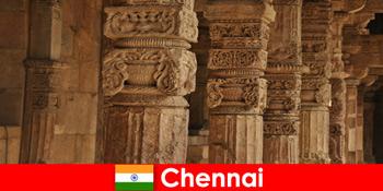 Ξένοι επισκέπτονται το Τσενάι της Ινδίας για να δουν τους υπέροχους πολύχρωμους ναούς