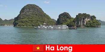 Οι πολυήμερες κρουαζιέρες για ταξιδιωτικές ομάδες είναι πολύ δημοφιλείς στο Ha Long Vietnam
