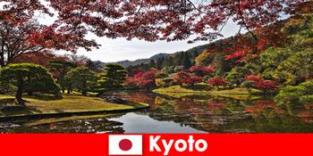 Ταξίδι στο εξωτερικό στο Κιότο της Ιαπωνίας για τον περίφημο χρωματισμό φύλλων φθινοπώρου